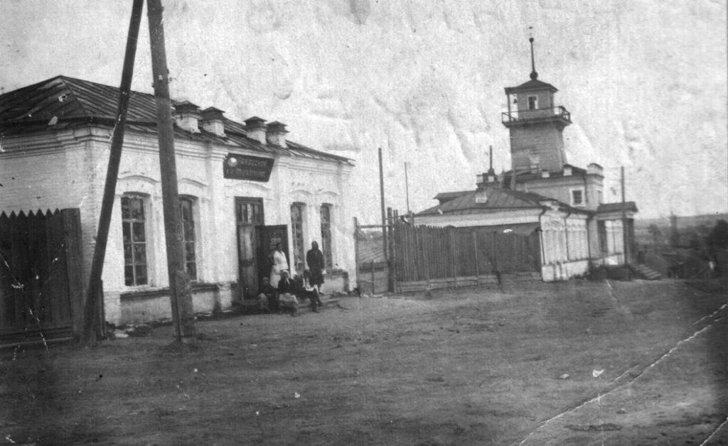Бывшая Режевская базарная площадь: бывшая купеческая лавка