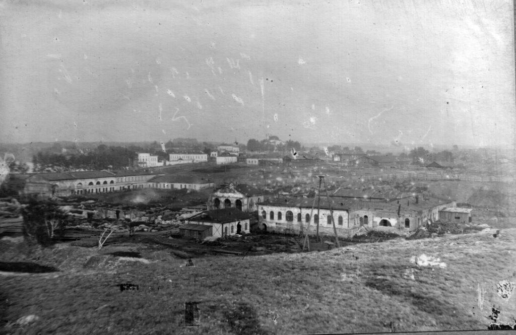 В первые годы своей истории Режевской механический завод состоял из старых цехов яковлевского завода, что находились на левом берегу