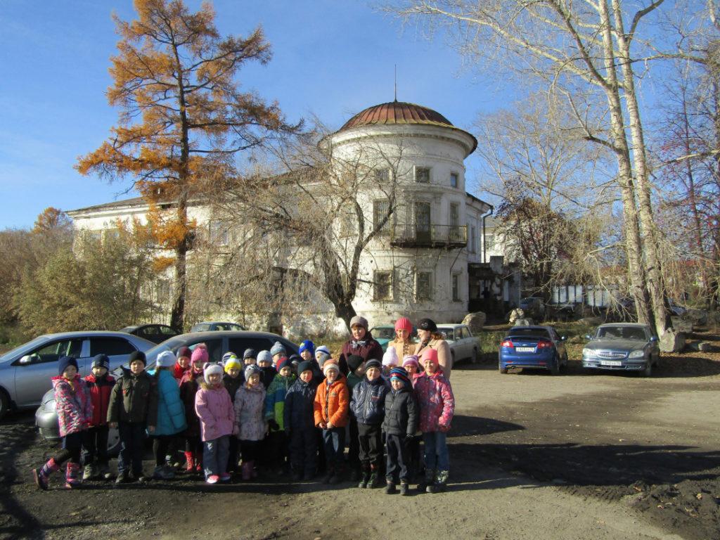 Первоклассники Первой школы на экскурсии по городу вместе с турфирмой «Малыш и Карлсон»