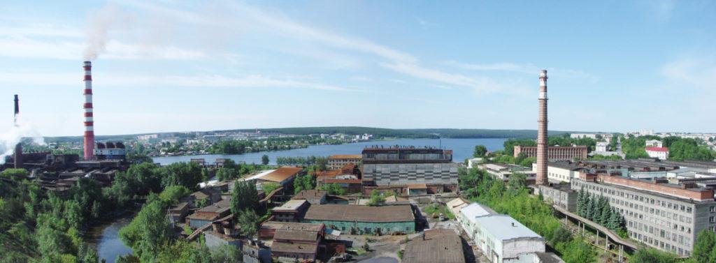 Вид с Орловой горы на заводы и город