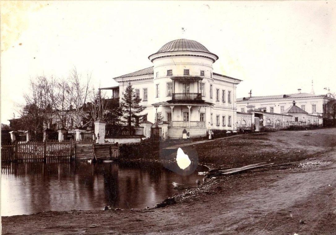 Господский дом, ограда со сторожкой и флигель — старейший в Реже архитектурный комплекс