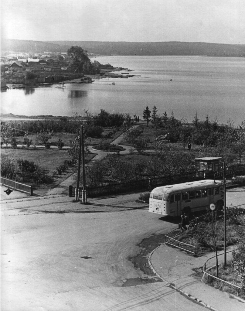 На месте монумента боевой и трудовой славы режевлян в начале 1970-х