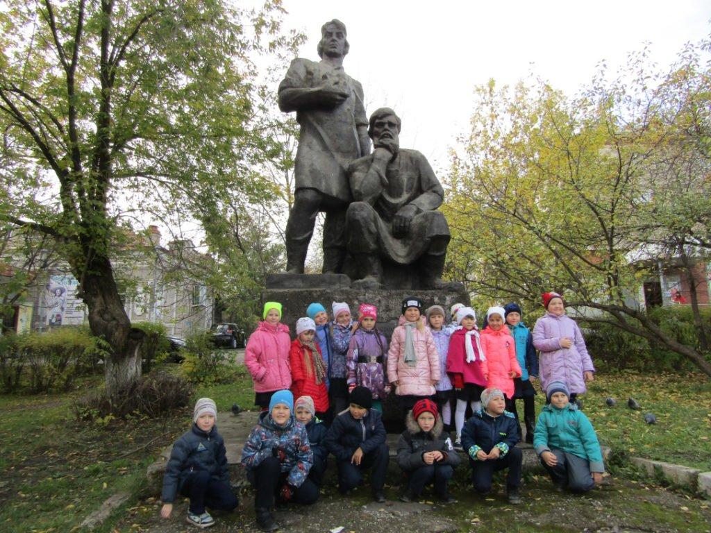 Памятник режевским умельцам