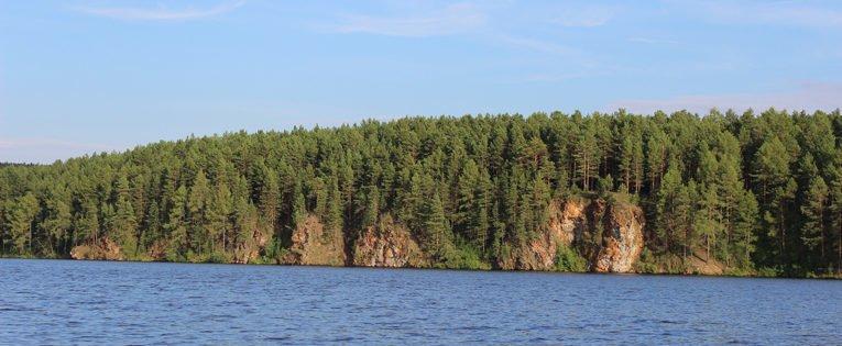 Береговые скалы реки Реж: скалы 5 братьев