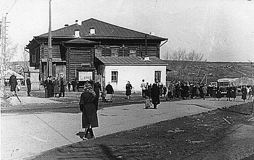 Дорога в центре Режа на рубеже 1950-1960-х