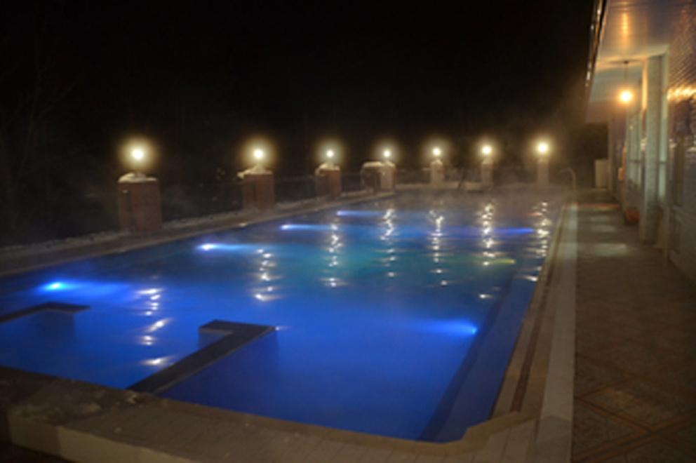 """Термальный бассейн курортного комплекса """"Баден-Баден"""""""