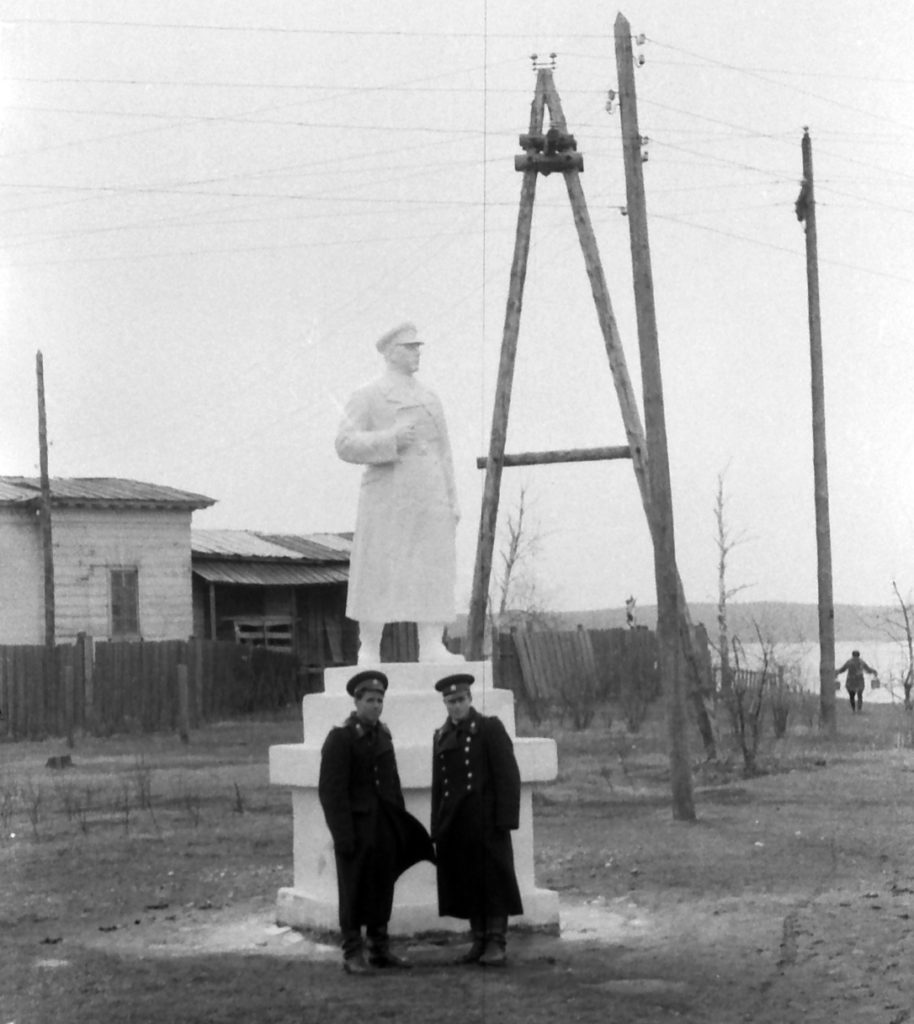 На месте монумента боевой и трудовой славы режевлян в 1960-е годы