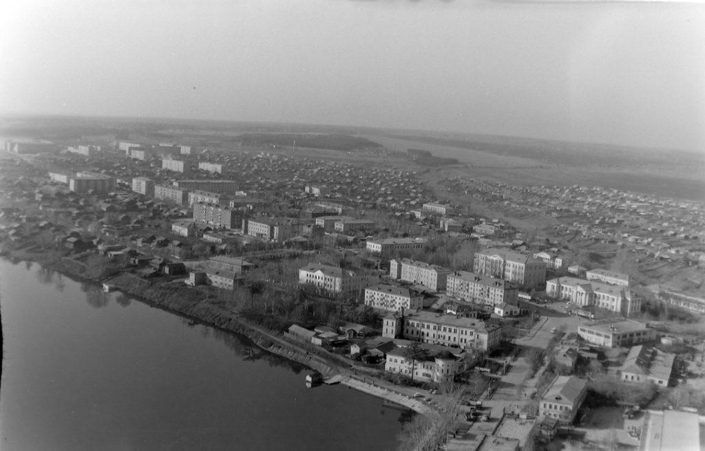 Фото рубежа 1970-1980-х годов. Вид на центр города с высоты никелевой трубы
