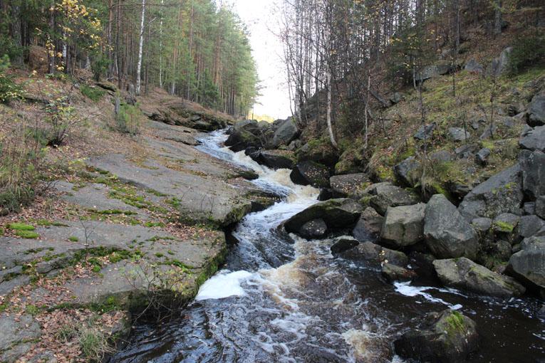 Водопад плотинного слива в Озерном