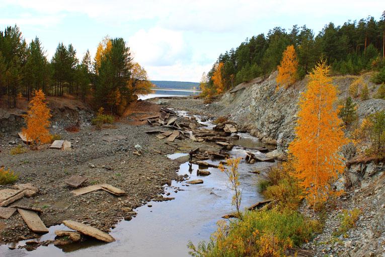 Слив воды у Колташинского водохранилища