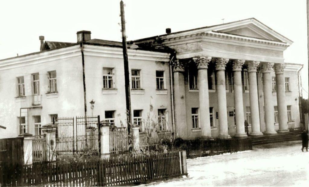 Реконструкция режевского центра началась со строительства Режевского Горкома партии