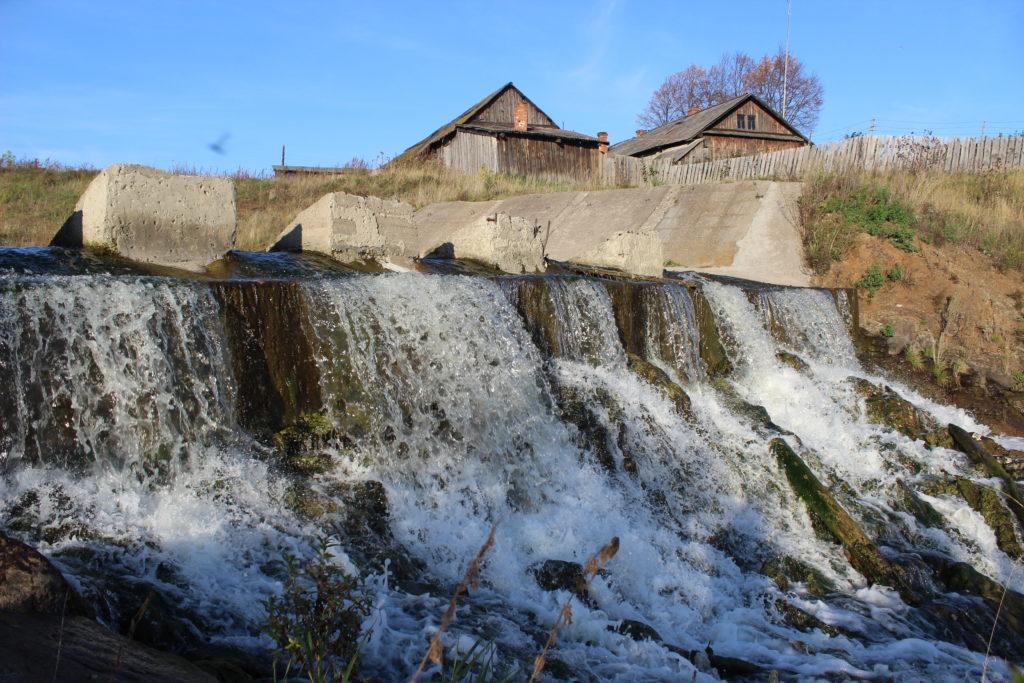 Плотинный слив в селе Глинском