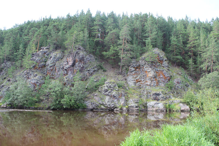 Голендухинский камень на реке Реж