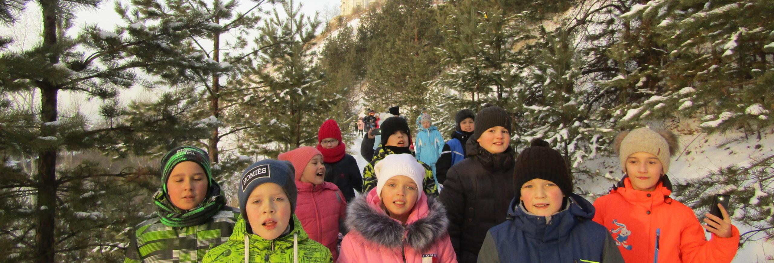 Экскурсии по Индустриальной тропе у Орловой горы популярны среди школьников и взрослых. На фото гости из Туринска: очень интересно! Подробности об экскурсиях на сайте http://www.mkt1996.ru