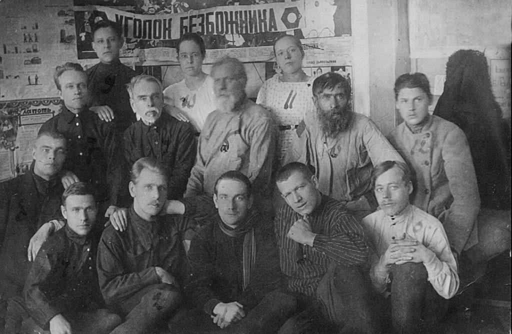 Кружок безбожников в селе Леневском