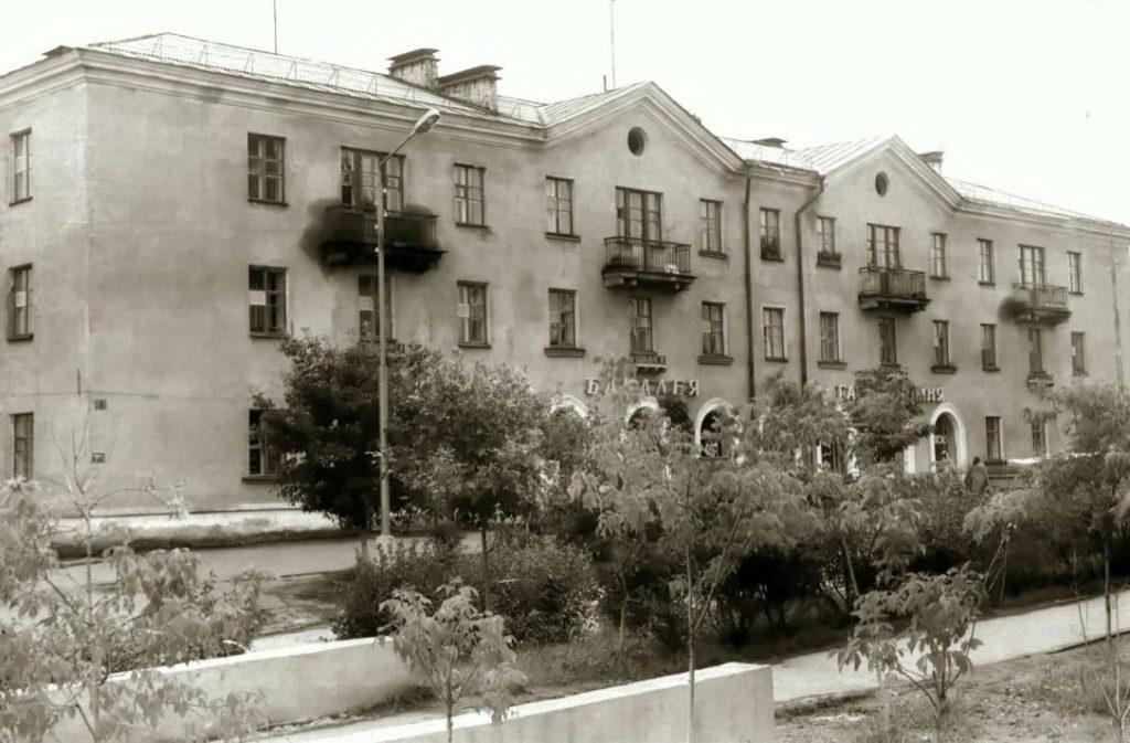 Здание в стиле советского классицизма