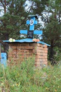 На могиле И. В. Мокроносова в Леневском