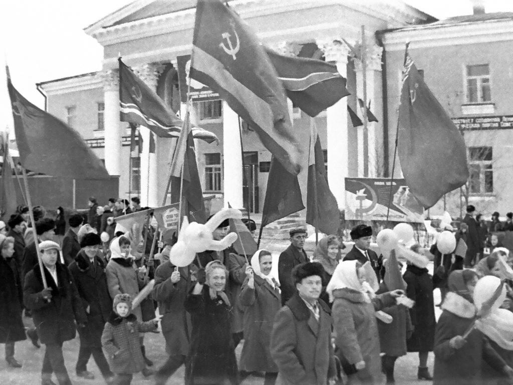 Одна из советских демонстраций в Реже