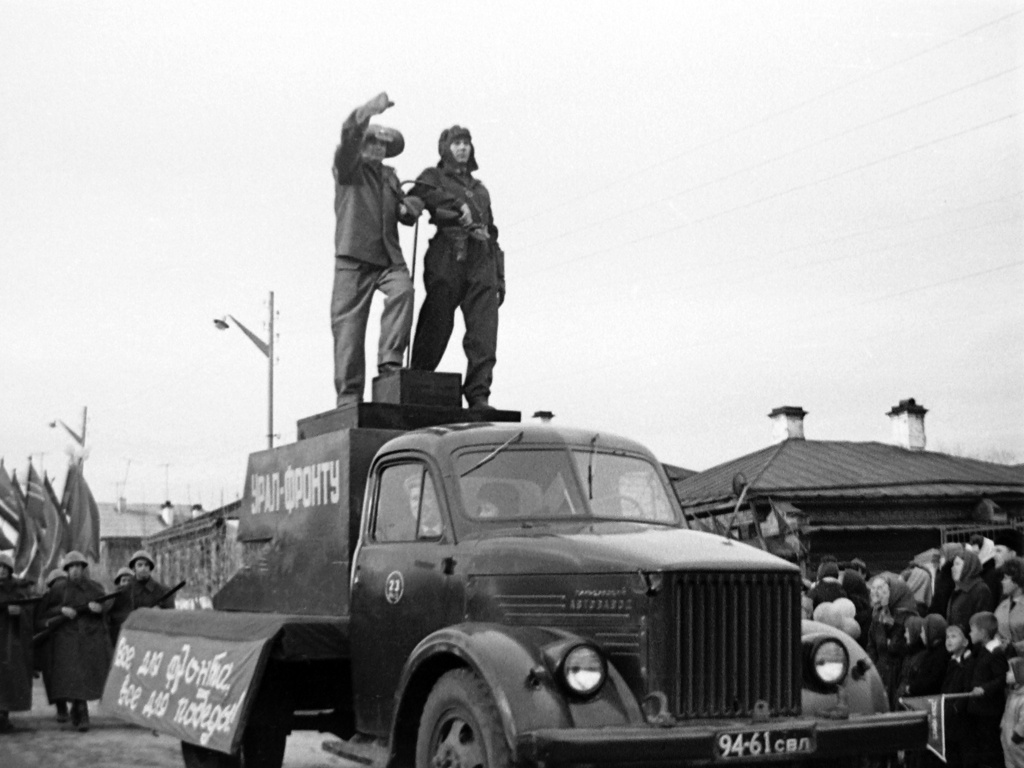 Реж. Во время демонстрации в 1967 году по улице Красноармейской