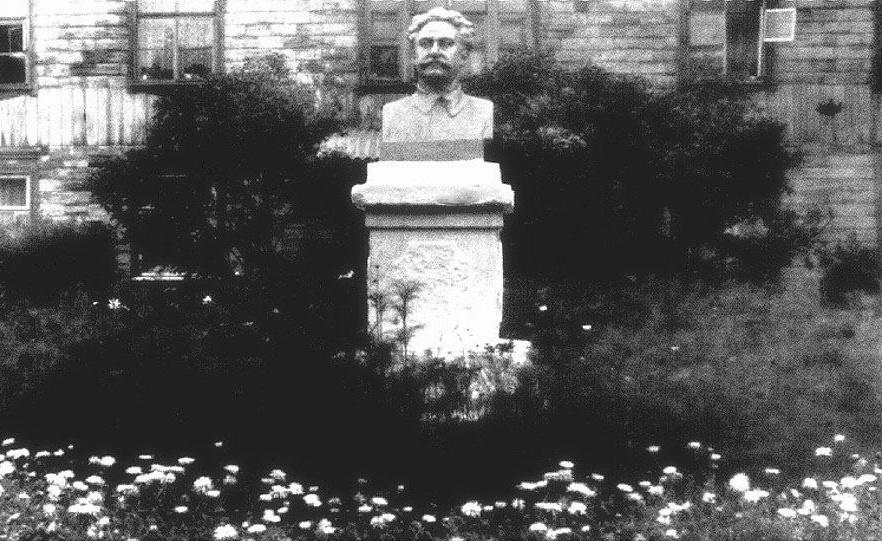 Памятник Орджоникидзе