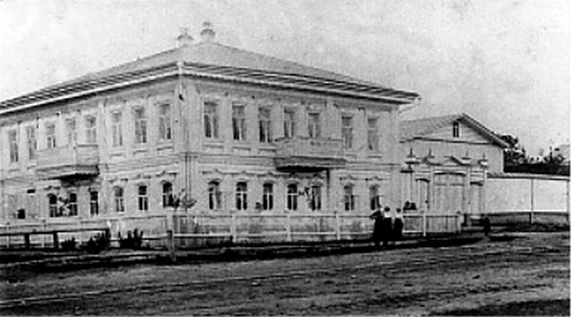 До середины 1970-х почта в Реже размещалась в старом доме купца Меншикова по улице Почтовой