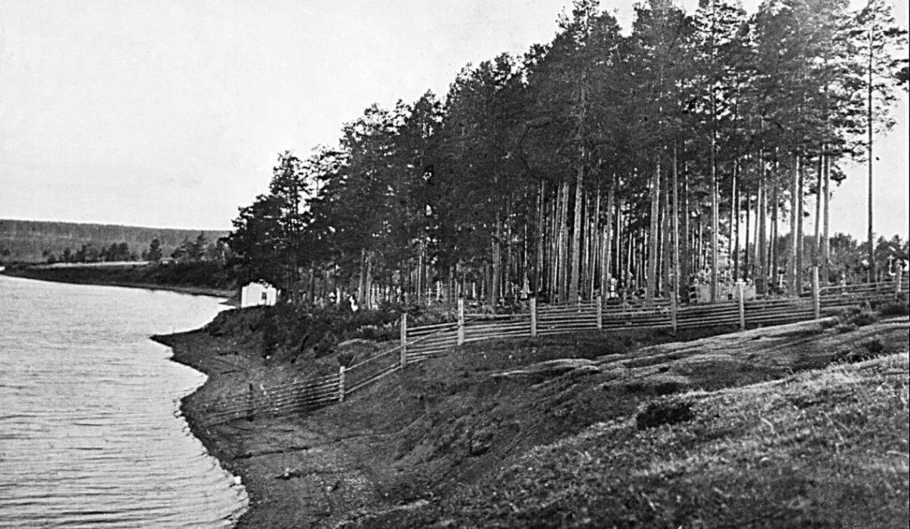 Старообрядческое кладбище на левом берегу Режевского пруда