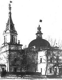Красные флаги над Богоявленским храмом
