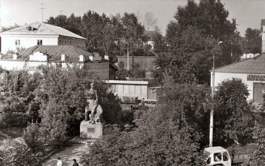 Памятник режевским умельцам в 1980-е годы