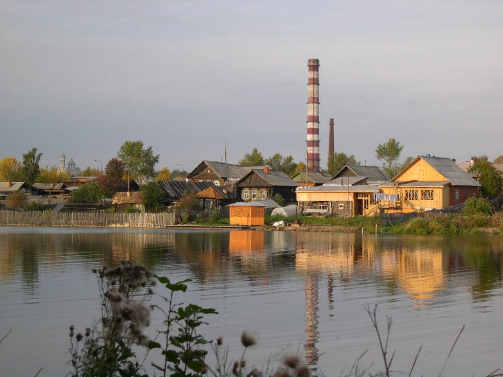 Труба Режского никелевого завода со стороны Талицкого пруда