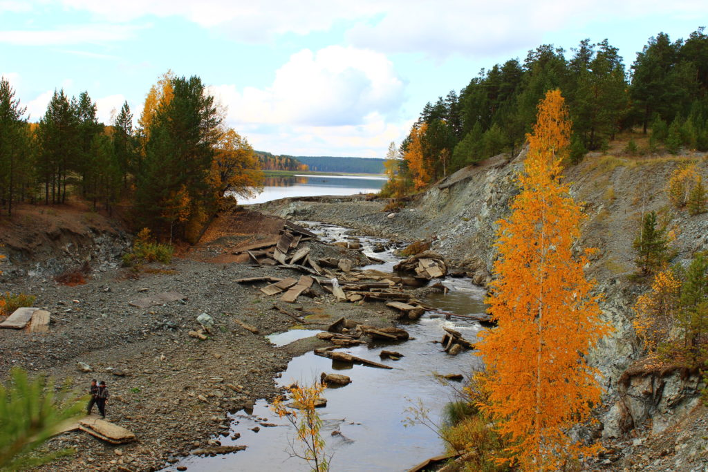 Слив воды у Колташинского пруда