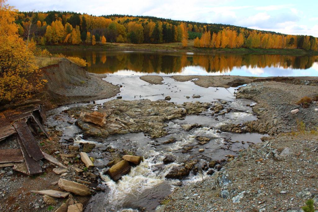 Слив на месте прорванной плотины