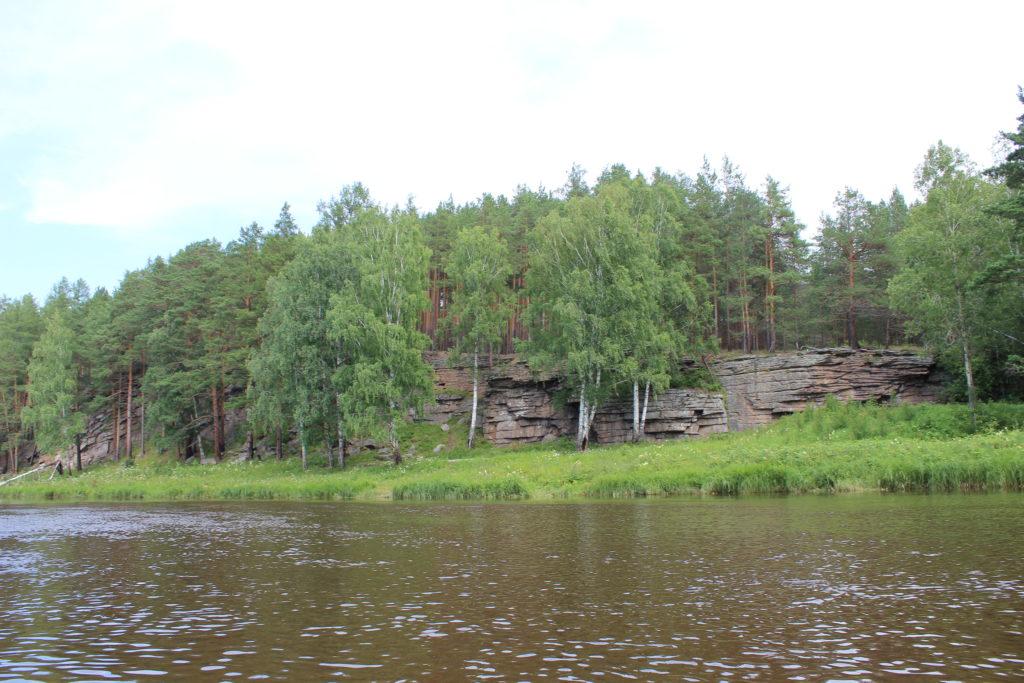 Бородинские скалы с писаницами на реке Реж