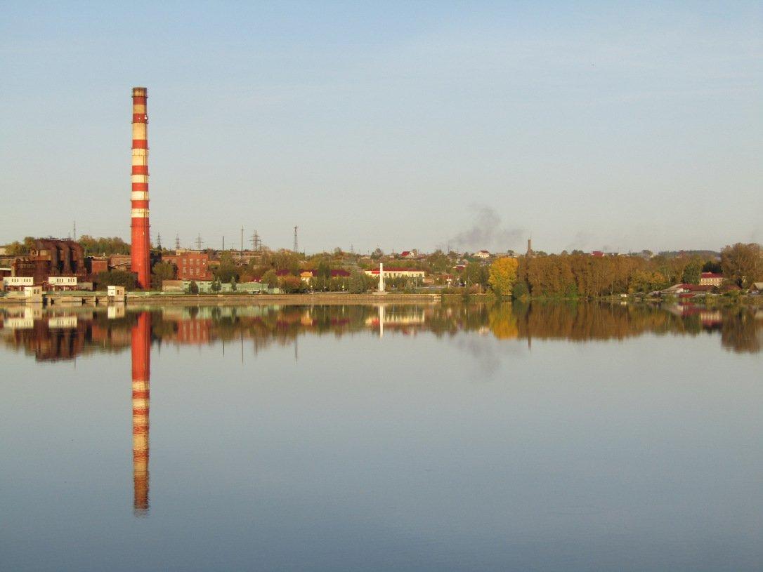 Режевской пруд ранней осенью 2018 года