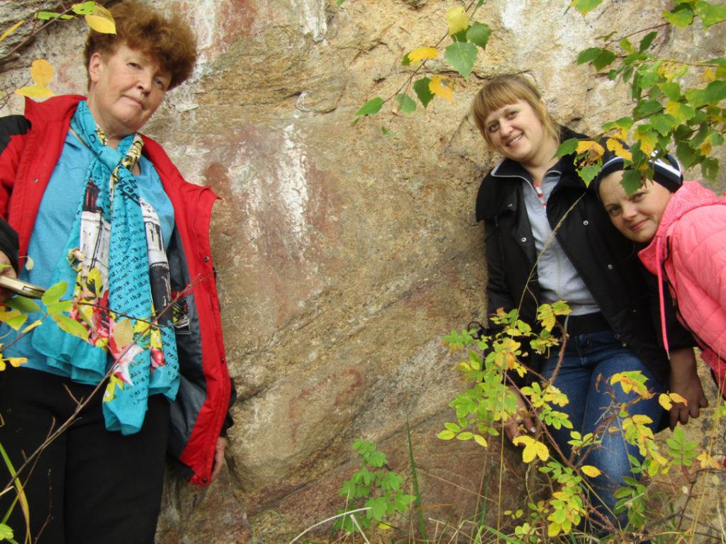 Рядом с изображением Бородинского оленя: фрагмент Бородинской писаницы