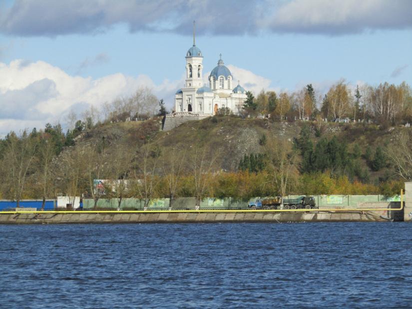 Вид с Режевского пруда на Иоанно-Предтеченскую (Нагорную) церковь