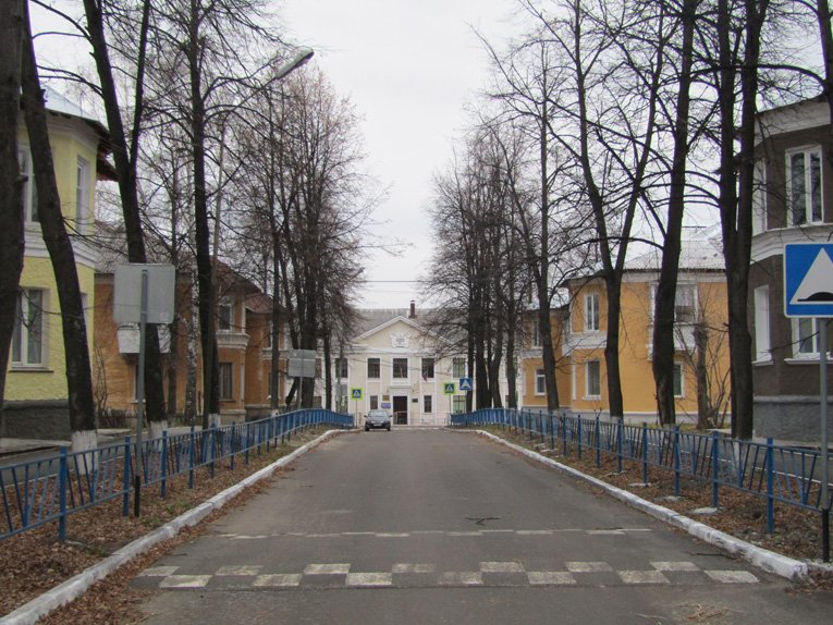 Часть классического ансамбля Школьного переулка