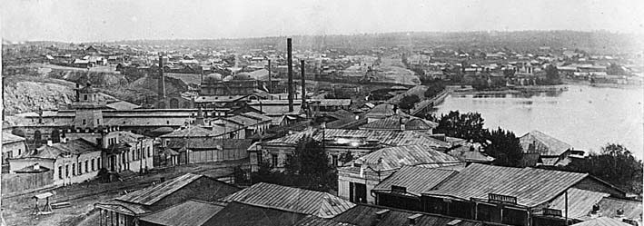 Начало XX века. Торговые ряды, перед ними базарная площадь, где позднее и установят памятник