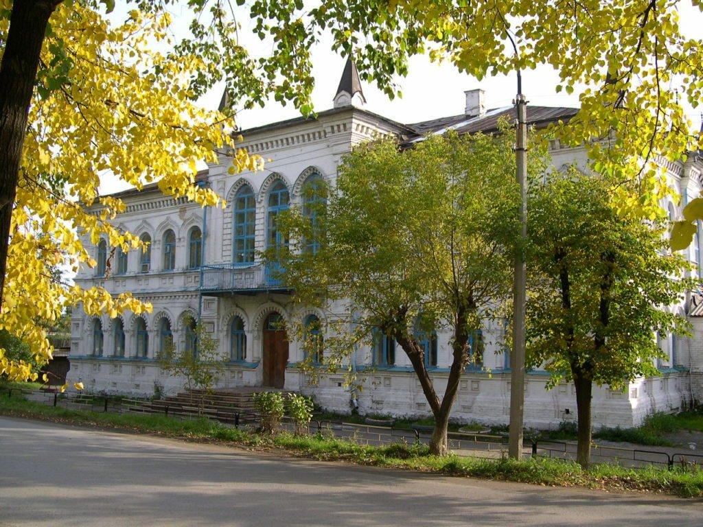 Первая школа (Режевская школа № 1) — один из двух главных символов николаевской эпохи в Реже