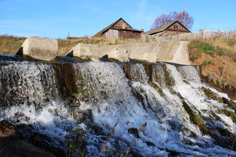 Глинский водопад за переливной плотиной Глинского пруда