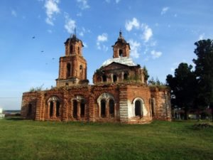 Крестовоздвиженский храм в Леневском