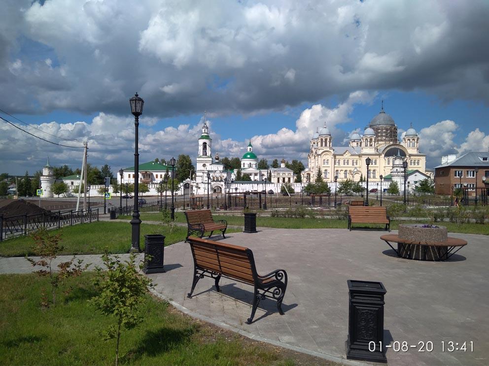 Верхотурье, Актай и Меркушино: вид на Свято-Николаевский монастырь с центральной площади Верхотурья
