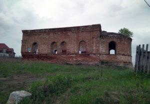 Руины Покровского храма в селе Першино