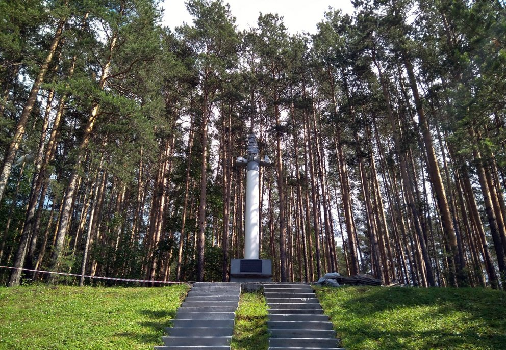 Памятник на месте первой в России золоторудной шахты