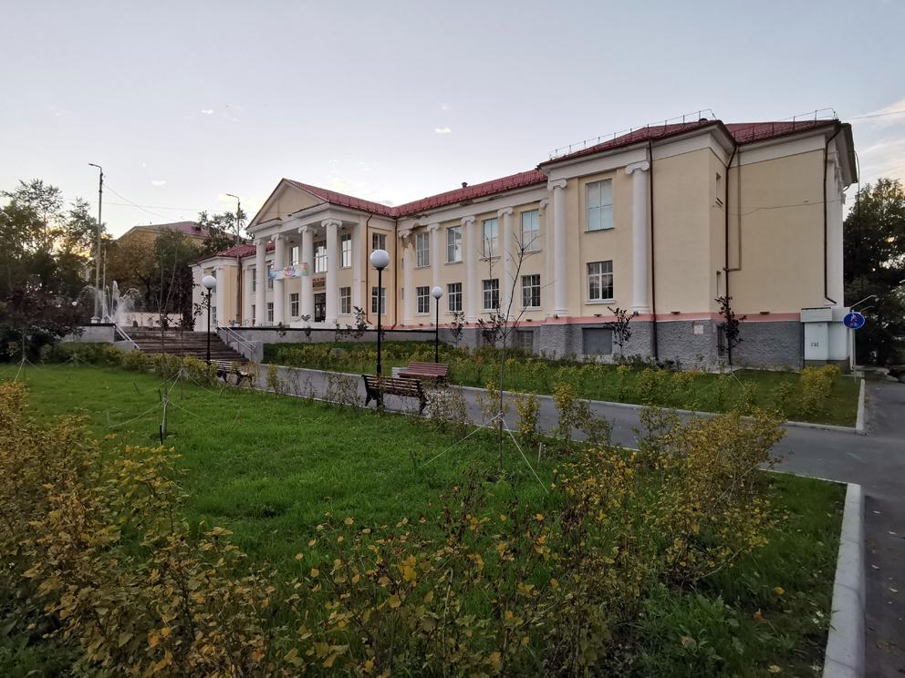 Центр культуры и искусств (ЦКиИ) ранней осенью