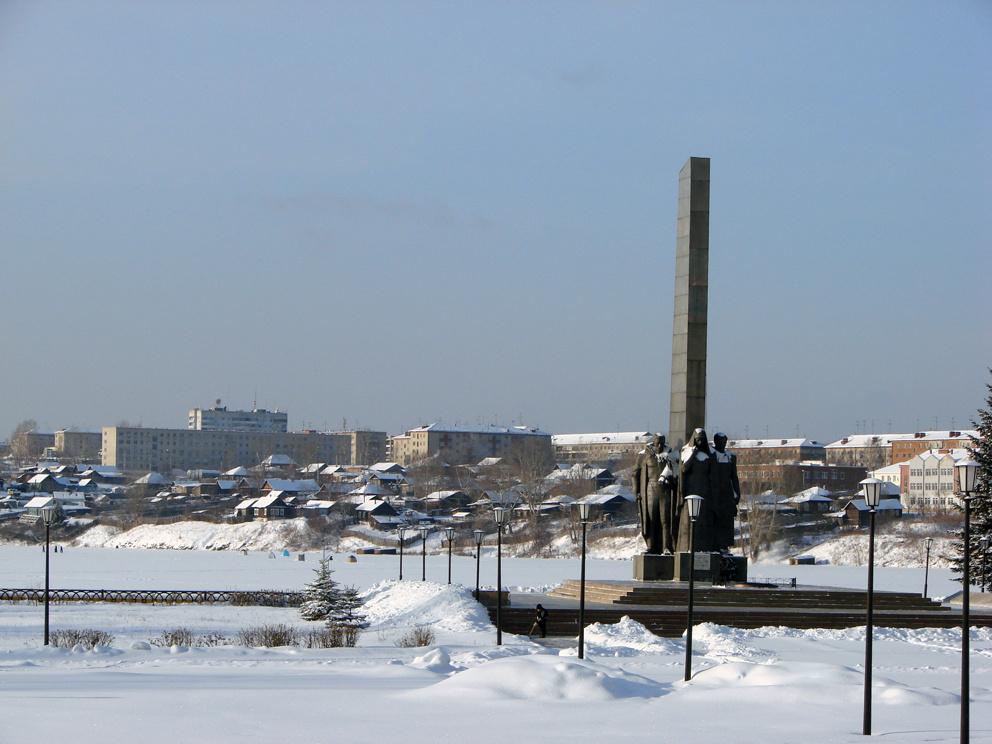 Монумент боевой и трудовой славы зимой