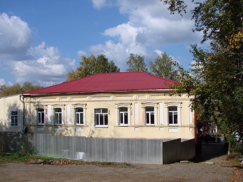 Бывшее волостное правление поселка Режевской завод