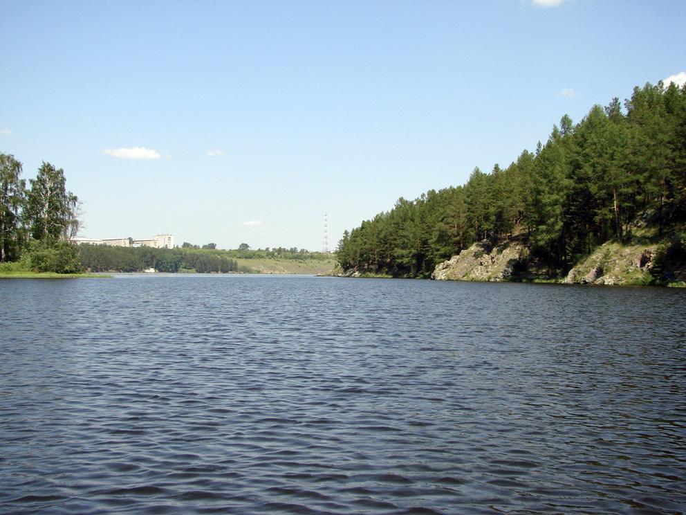 Вид с устья реки Быстрой в сторону микрорайона Семь ветров