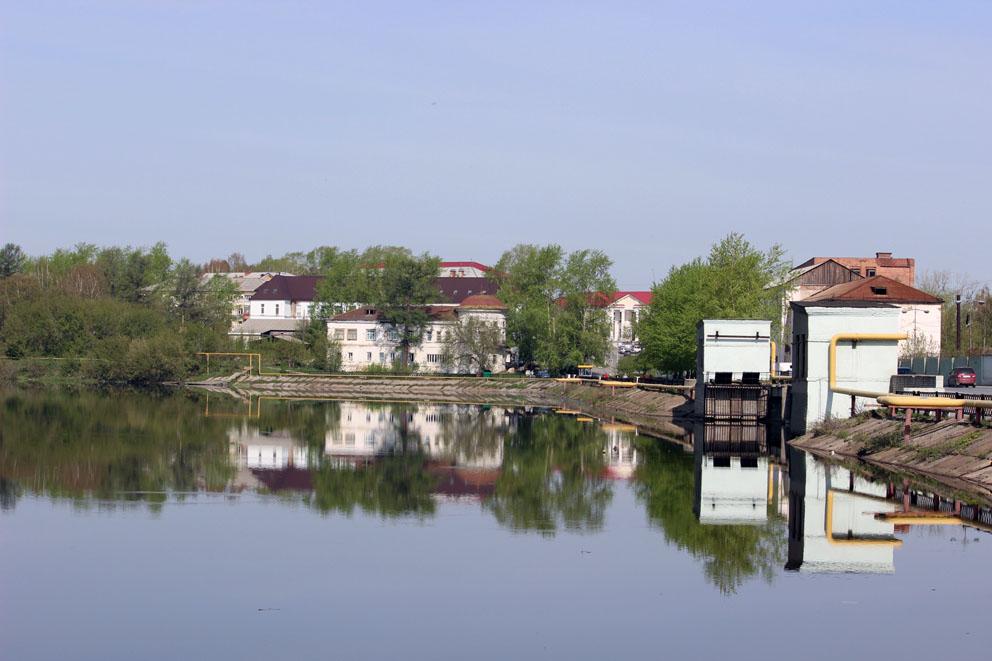 Вид на плотину Режевского пруда и Господский дом в Реже
