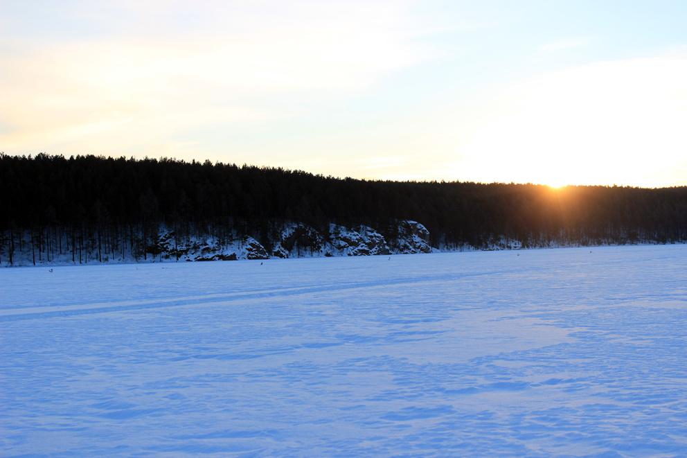 Зимний вид с Режевского пруда на скалы Пять братьев