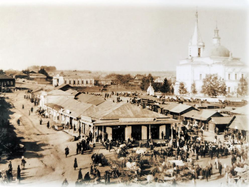 Торговая площадь, ьорговые ряды и Богоявленская церковь в поселке Режевской завод